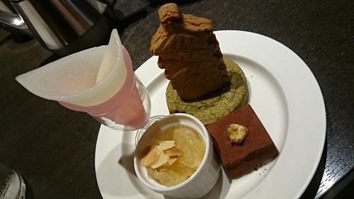 ティーベニール・聖護院八ッ橋総本店が手掛ける新しいブランド「nikiniki」の八ッ橋 京都モチーフのクッキー おからのチョコレート
